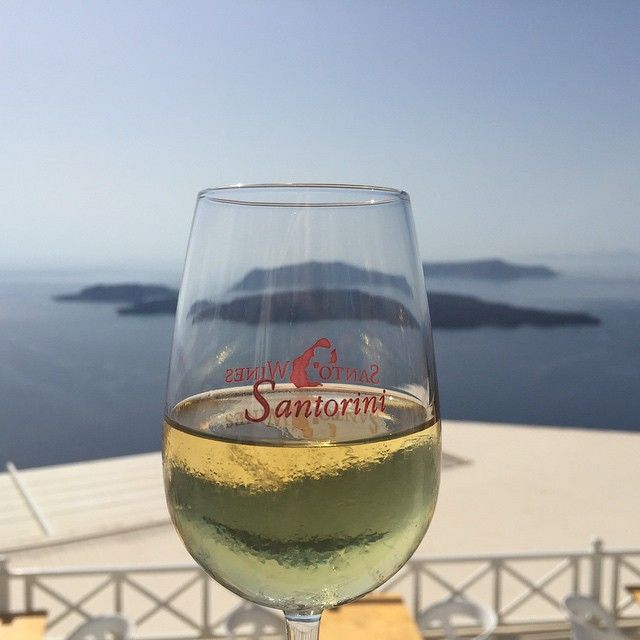 Taste the famous #Santorini #wines! #SantoWines #WineTasting Photo credits: @tanelihulk