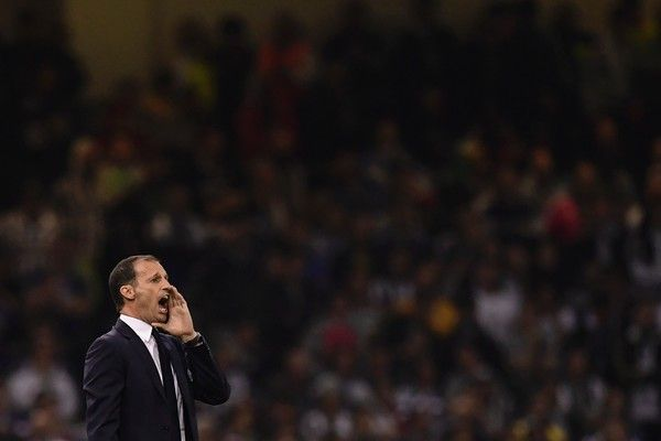 Juventus' manager Massimiliano Allegri gestures on the touchline during the UEFA Champions League final football match between Juventus and Real Madrid at The Principality Stadium in Cardiff, south Wales, on June 3, 2017. / AFP PHOTO / JAVIER SORIANO