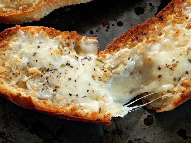 Paine cu usturoi si mozzarella - www.Foodstory.ro