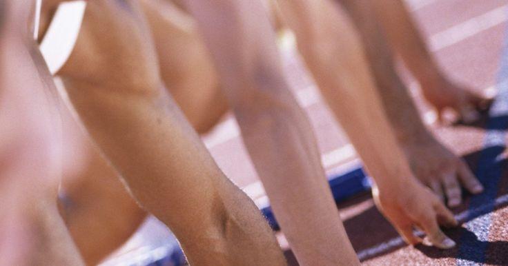 Biomecánica de las carreras de velocidad. Las carreras de velocidad son extremadamente técnicas. Implican el uso y la coordinación de todo tu cuerpo. Los corredores olímpicos ajuntan finamente la biomecánica de su forma de correr carreras por años para reducir sus tiempos por fracciones de segundos. Existen cuatro fases básicas de las carreras de velocidad: apoyo, envión temprano, envión ...