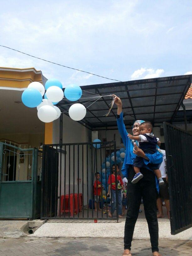 Releasing ballon to the sky.bye-bye blue and white ballon..