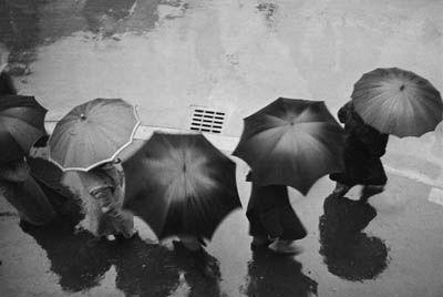 Martin Munkacsi, A Rainy Day, Munich, 1930s