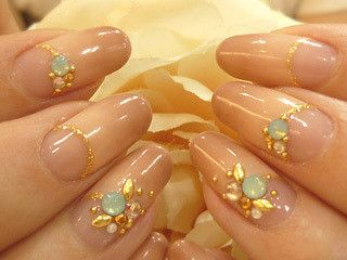 Beige gradation nails with gold accents