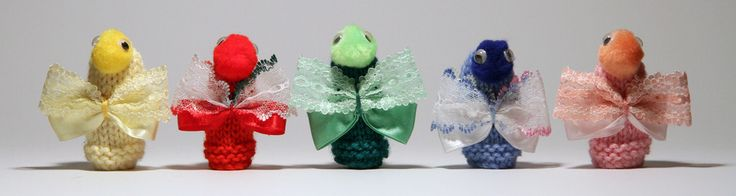 5 beautifully handcrafted butterfly puppets to enhance learning to count and discover number with a rhyming verse to encourage literacy.The puppets are hand knitted and crafted and will stay on your fingers. The Five Little Butterflies Rhyming Verse is included on coloured laminated card.