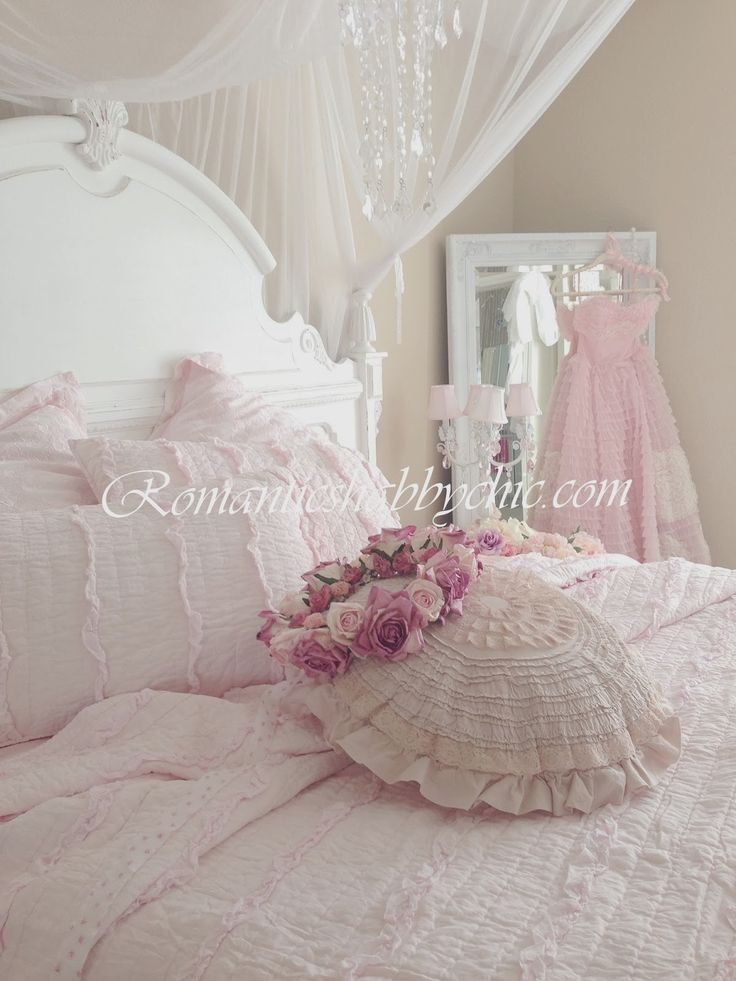 1000 ideas about romantic shabby chic on pinterest. Black Bedroom Furniture Sets. Home Design Ideas