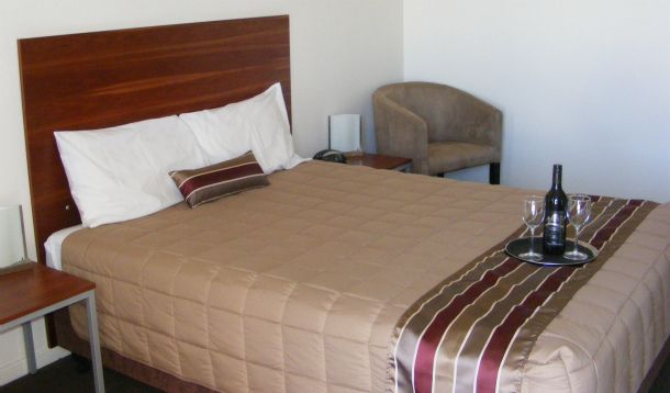 Don't Miss a great opportunity for best accommodation package in Moree - Depending on your requirement you can opt for Accommodation package in Moree ranging from discounted options to premium stays. Find yourself amongst the chicest of stays and wake up to an enchanting environment.