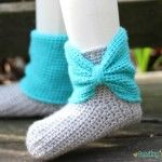 Crochet Bow Cuff Slippers Outside. Click on the size for the pattern