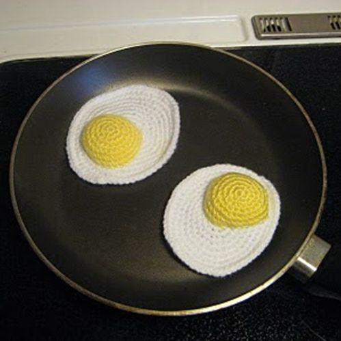 fried eggs ❥ 4U // FREE PATTERN HERE