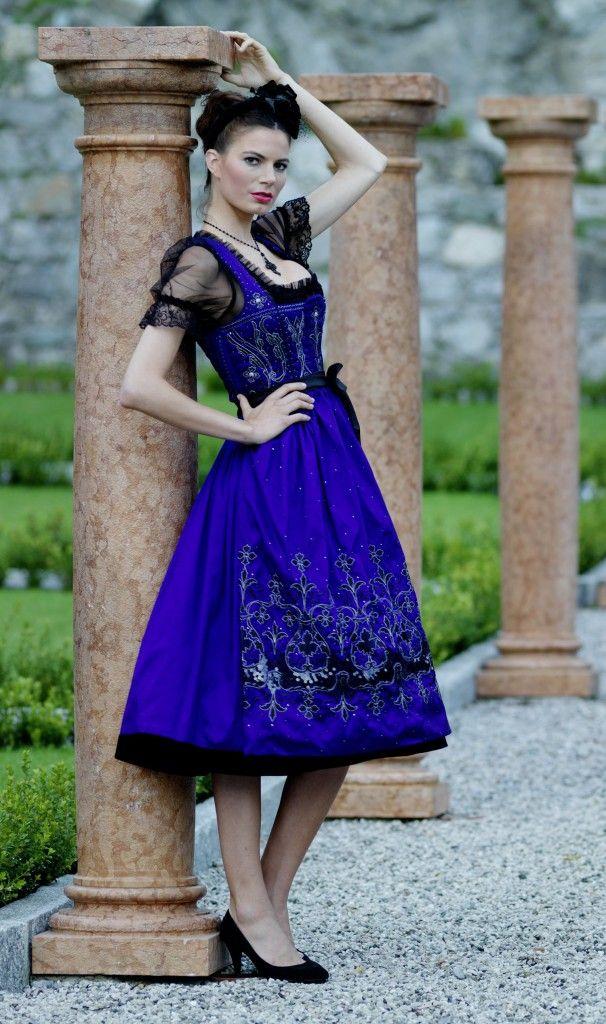 Krüger Manufaktur Dirndl 2012 - Petticoat Dirndl blau. LOVE the color!