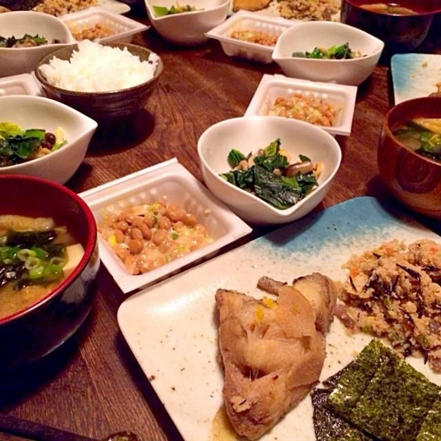 うちの煮魚定食です カレイ美味しかった! - 19件のもぐもぐ - カラスガレイの煮付けと卯の花とお豆腐と若芽と油揚げのお味噌汁と納豆と小松菜とシメジと油揚げの蒸し煮 by toki69