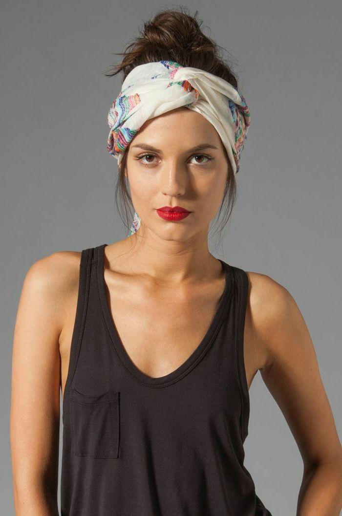 Idée Coiffure :    Description   coiffure headbandn turban cheveux et chignon haut sur cheveux chataîns    - #Coiffure https://madame.tn/beaute/coiffure/idee-coiffure-coiffure-headbandn-turban-cheveux-et-chignon-haut-sur-cheveux-chatains/