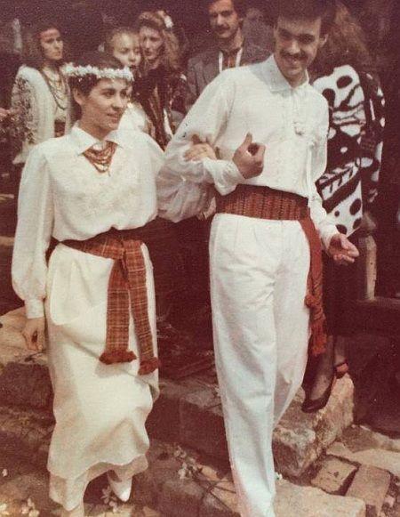 Счастливый и усатый: Тягнибок показал фото со своей свадьбы - фото 1