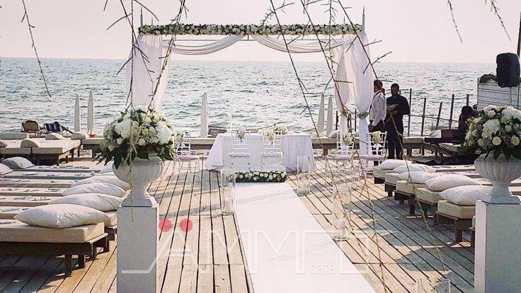 Rito Nuziale Sulla Spiaggia Di Un Matrimonio Dai Toni Natural Chic.