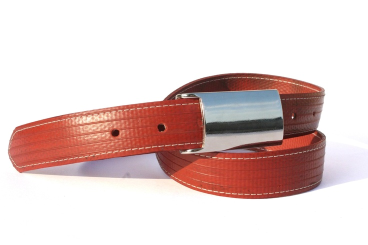 The Elvis & Kresse Plaque Stitch belt is made from genuine decommissioned fire-hose. The belt has an elegant plaque style Italian buckle with a sophisticated white stitch around the edge, this is Elvis and Kresse's 'smart' belt. Still great with a pair of jeans but you can also wear it with a trouser suit too.