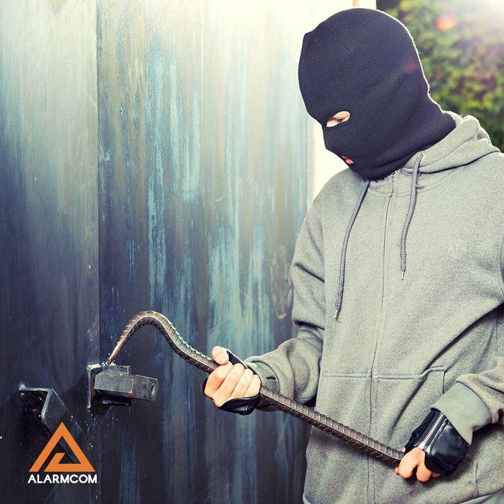 Alarm ve güvenlik sistemleri ile evinizi davetsiz misafirlere karşı koruyun.