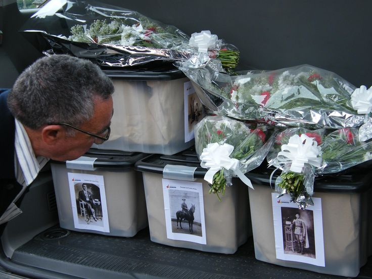NEW YORK, NY -- When Spanish journalist Emilio Silva unearthed his grandfather's body from a ditch in northwestern Spain almost 15 years ago, he did not know...