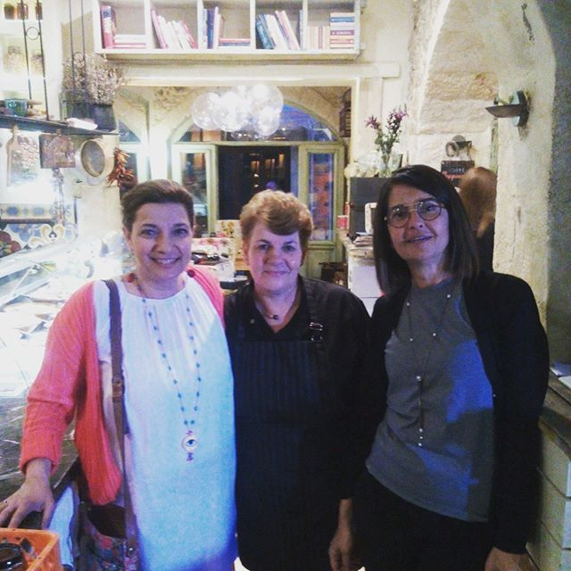 Something's gonna happen! Cook with @dianekochilas  #mygreektable #greatexperience #1600Rakibaraki #rethymno #crete #cooking #healthy #Greek #foodlove #foodlover #instafood #greekfood #foodpics #foodstagram #greekgastronomy #greekcuisine #tasty #chef #foodie #travel #visitgreece #dianekochilas