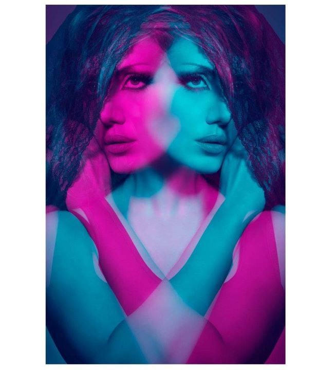 Some other ideas about the look I want for this fashion shoot. Colors, mirror effect, reminding double exposition, pop art-ish, disco, fancy, but on location not in studio. Hmm...sounds interesting...