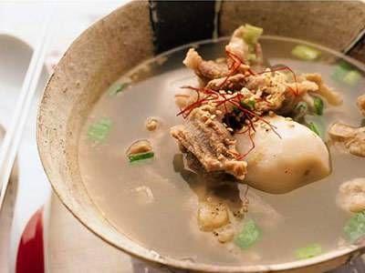里芋と牛すじ肉のスープ