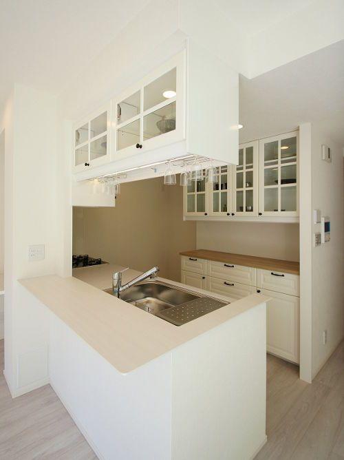 BODBYNの白いキッチンが素敵! : 【IKEAカップボード】コレだけ知ってれば完璧。IKEA食器棚・キッチンボードはこう使え! - NAVER まとめ