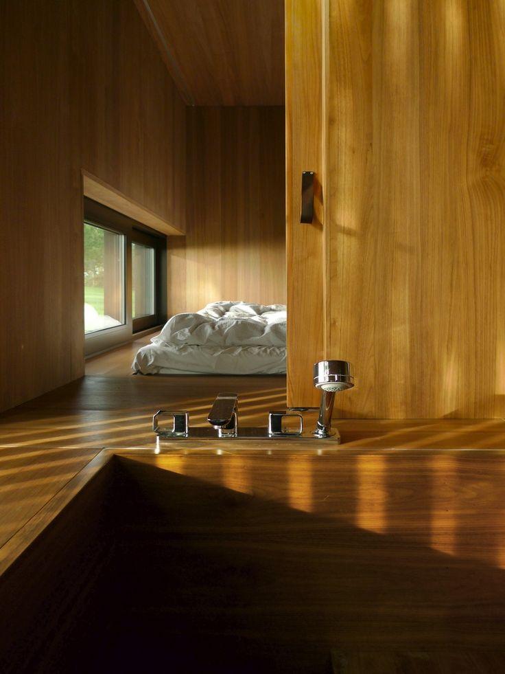 Bathroom: Rustic Bathroom Laminate Wooden Bathtub With Chrome Faucet White  Mattress White Pillows Wooden Sliding · Rustic Bathroom DesignsWooden ...
