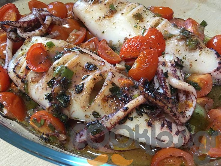 Καλαμάρια ψητά στο φούρνο με αρωματικά και φρέσκο κρεμμυδάκι - Συνταγή εύκολες - Σχετικά με Νηστίσιμες, Ψάρια και Θαλασσινά, Θαλασσινά, Κεφαλόποδα, Ορεκτικά, Ορεκτικά, Ζεστά ορεκτικά - Ποσότητα 1-2 άτομα - Χρόνος ετοιμασίας λιγότερο από 60 λεπτά