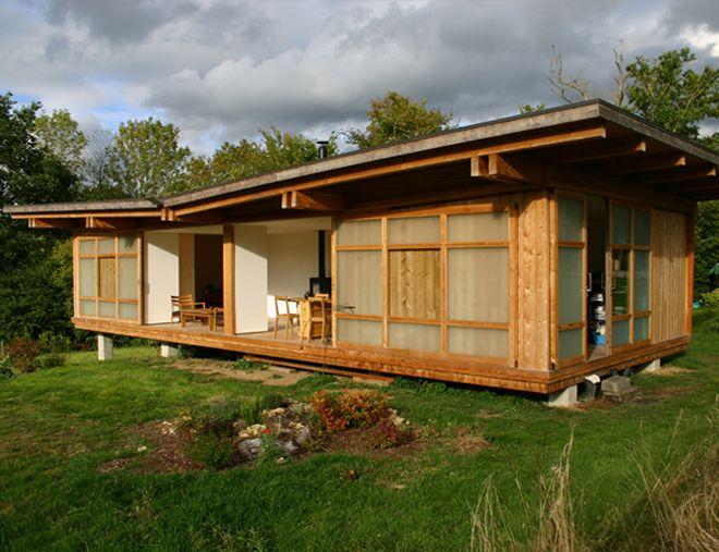 Locuință în Franța Locuința are o suprafață de doar 78mp, de aceea funcționalitatea interiorului și relația acestuia cu exteriorul au devenit criterii definitorii. Cele 4 module au fiecare câte o funcțiune: zona de lucru, bucătărie cu zona servire masă, zona de zi și dormitorul.