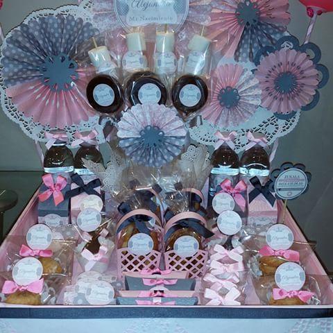 #candybar #damasco #rosa y #gris  Para la llegada del  #bebe !!!! CANDYBAR PORTATIL  Un detalle para cada visitante del recién nacido! !! #nacimiento #babyshower #bebe  #comestibles personalizados #recuerdos  #candybar  #cajitas  #galletas #chocolate #cupcakes #palmeras #recuerdito #zukala  PEDIDOS zukalachocolatier@gmail.com WHATS APP 04144102655