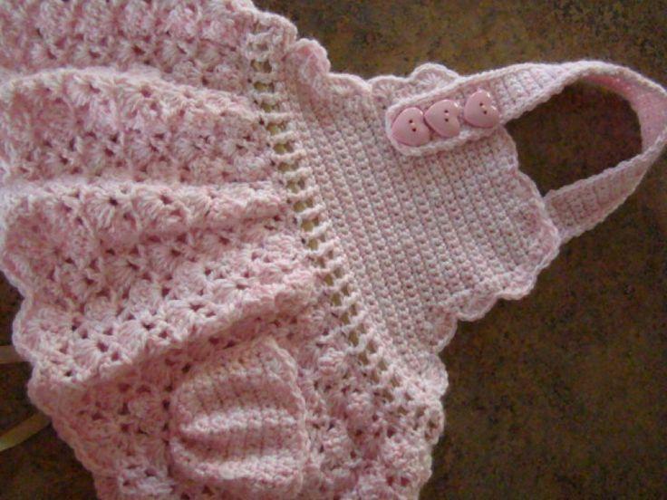 Pink Summer halter dress. Free pattern