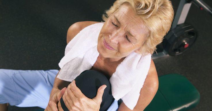 Como usar uma fita kinesio no joelho para dor patelofemoral. A dor patelofemoral, também conhecida como joelho de corredor, é uma dor no joelho provocada pela atividade física intensa. A fita Kinesio é um envoltório concebido especificamente para os pessoas ativas e pode ser usada para ajudar a aliviar a dor associada com muitas lesões desportivas. Envolver um joelho para ajudar com a dor femoropatelar ...