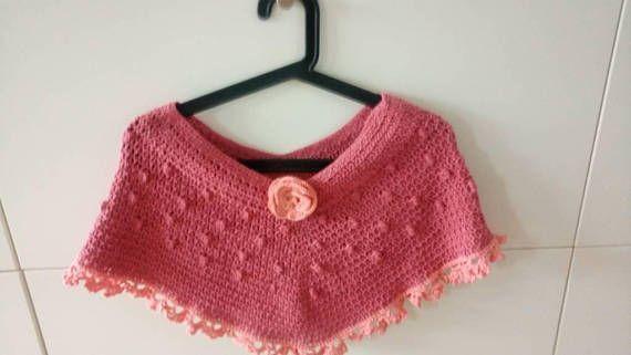 Retrouvez cet article dans ma boutique Etsy https://www.etsy.com/fr/listing/555662477/100-handmade-crochet-shoulder-poncho