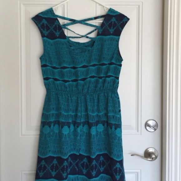 ⚡️WEEKEND SALE $10⚡️Turquoise and Navy Dress Turquoise and navy dress with elastic waistline. Nice and light and perfect for a warm day. The best feature is the cross cross back. ❌final price❌ Dresses
