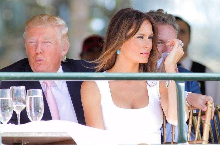 Sin complejos se muestra Melania, la mujer de Donald Trump, una exmodelo que podría ser la próxima primera dama de Estados Unidos. Ha posado desnuda en múltiples ocasiones, y en eso, si él llega a la presidencia, estrenaría reinado en cuestión de primeras damas. La esposa de Donald Trump asegura que su marido no es racista ni antiinmigrante.