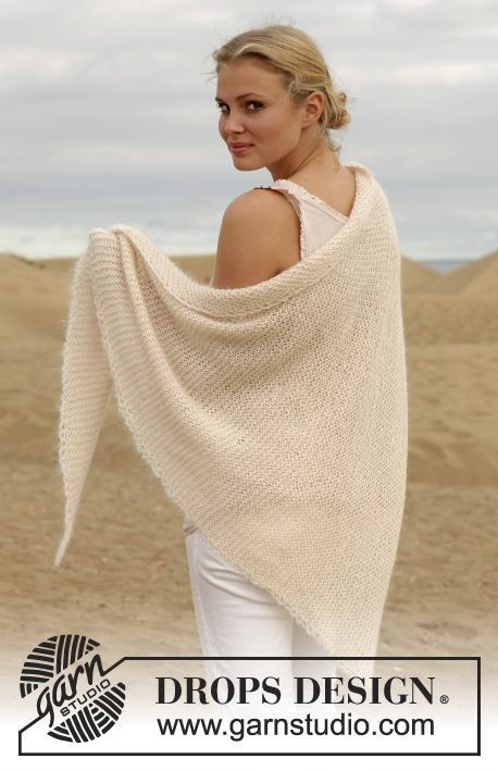 """Knitted DROPS shawl in garter st with crochet edge in """"BabyAlpaca Silk"""" and """"Kid-Silk"""". ~ DROPS Design"""