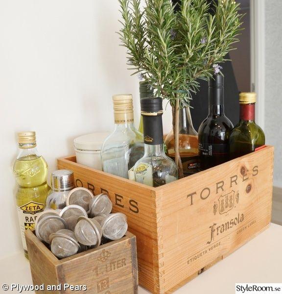 Gamla trälådor är bara så snygga - och så bra att förvara i! / A beautiful way to storage in the kitchen