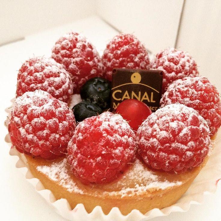 Tartaleta de crema y frambuesas. Un capricho! #sweet #cake #pasteles #barcelona #postres #tartaletas #pastry