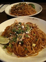 best thai-food in Munich at yum to take... yummy (vegetarian) pad thai