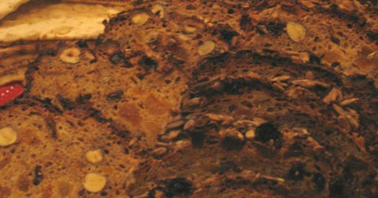 Ett strålande enkelt och fint bröd som är drygt, likt kavring. Passar utmärkt till en starkare ost, eller varför inte lägga på en skiva julskinka.