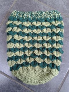 This pattern is for a cosy newborn baby cocoon with a circumference of 22cm and a length of 31cm. The pattern includes a photo tutorial on the crocodile stitch which will help those who have never done it before.
