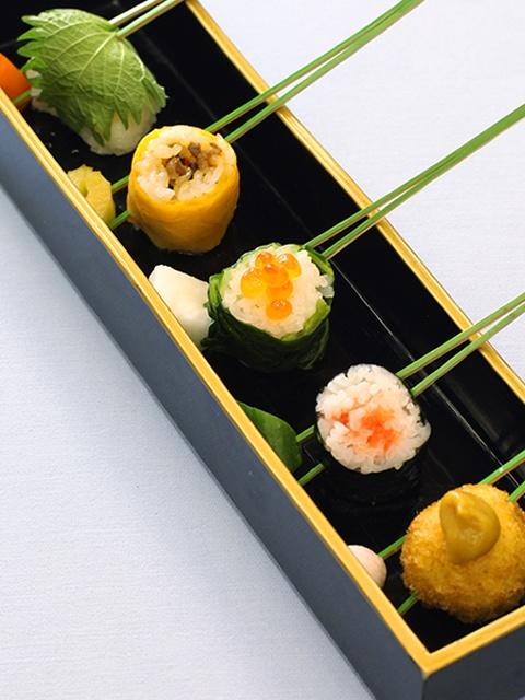 Japanese food Bite-Sized Sushi on a Pine Needle (Japanese Cuisine)|一口御飯串刺し