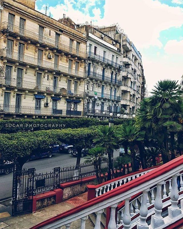 صباح الخير ثلاثة امور لا تضيع بها وقتك التحسر على ما فاتك لأنه لن يعود ومقارنة نفسك بغيرك لأنه لن يفيد ومحاولة إرضاء كل الناس لأنه Building Landmarks Louvre