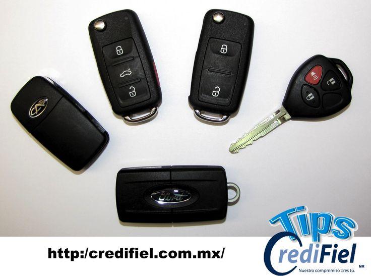 TIPS CREDIFIEL te dice. Los sistemas modernos para abrir el coche como son llaves inteligentes y teléfonos celulares no solo son prácticos, sino que además aumentan la seguridad pues cada vez es más difícil abrir un auto con los viejos trucos que se usaban hace años como con un alambre. Siempre ten a la mano un duplicado  aunque sea caro y complicado elaborarlo. http://www.credifiel.com.mx/