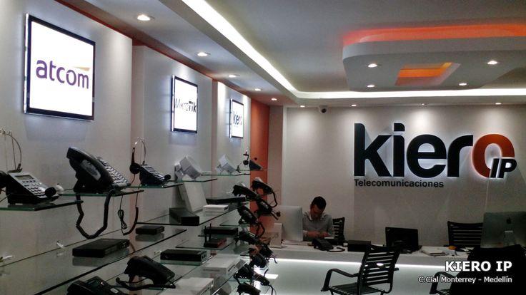Avisos luminosos LED en el punto de venta de Kiero IP en el Centro Comercial Monterrey en Medellin.
