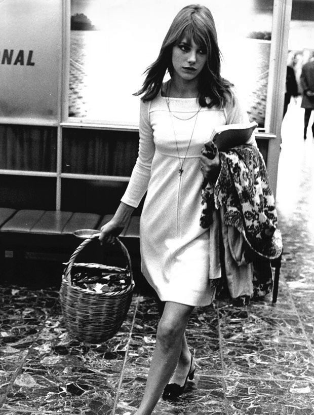 Candid and soooo 60s! Actress Jane Birkin (b. 1946)