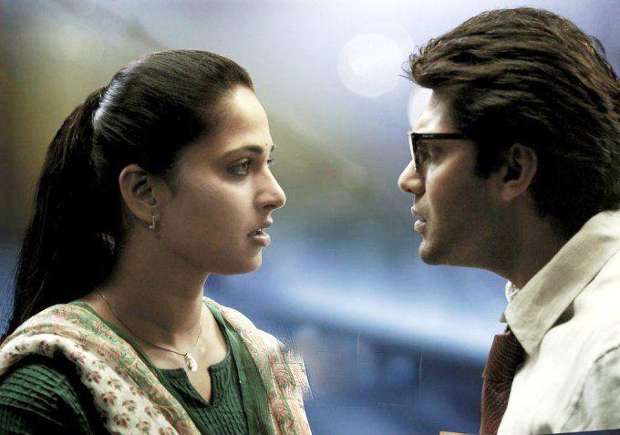 अभिनेता आर्य और अनुष्का शेट्टी आगामी तमिल-तेलुगू फिल्म 'साइज जीरो' में दूसरी बार एक-दूसरे के साथ काम कर रहे हैं। इसका निर्देशन दिग्गज तेलुगू फिल्मकार के.