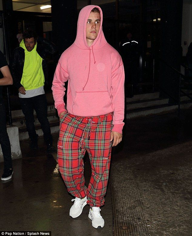 The singer, 23, was spotted heading home in a zany pink hoodie and pyjama bottoms combo after hitting the rink once again.