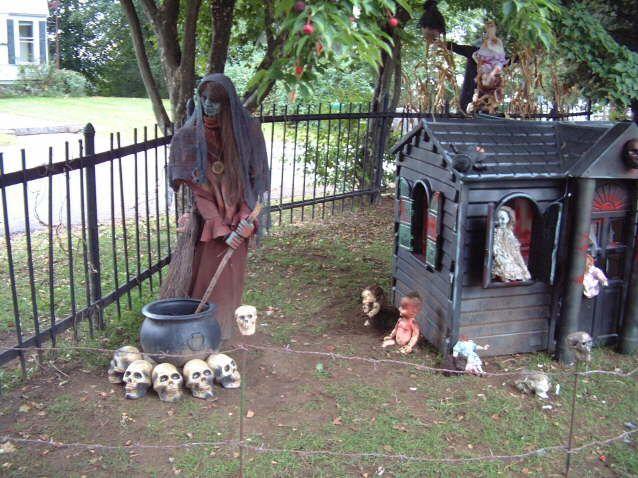 Halloween Yard Haunt Decorating Ideas