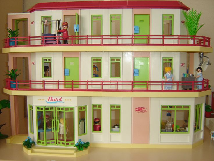 playmobil 5265 grand hotel custom playmobil meets sylvanian families or sylvanian clicky 39 s. Black Bedroom Furniture Sets. Home Design Ideas