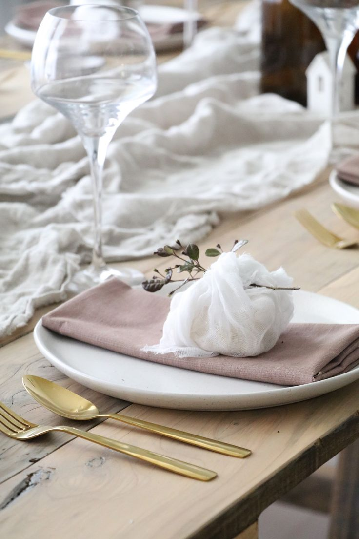 Styling your table for Christmas - the key is all in simple styling that's budget and time conscious. A relaxed, pared back aesthetic. #Christmast #tablestyling  (scheduled via http://www.tailwindapp.com?utm_source=pinterest&utm_medium=twpin)