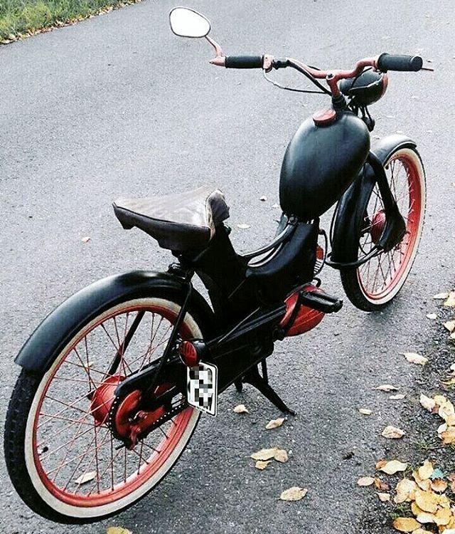 15 best moped girl images on pinterest mopeds vespas. Black Bedroom Furniture Sets. Home Design Ideas